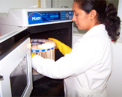Figura 6.  Digestión de muestras foliares, método microondas.